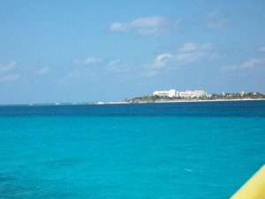 Bay of Mujeres blue water